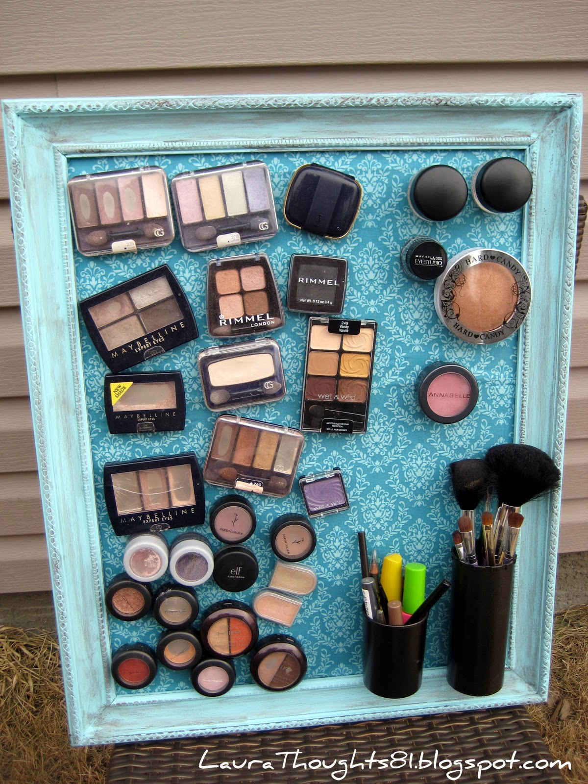 DIY-Magnetic-Make-up-Board.jpg
