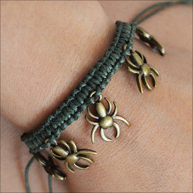 macrame spider bracelet feature3